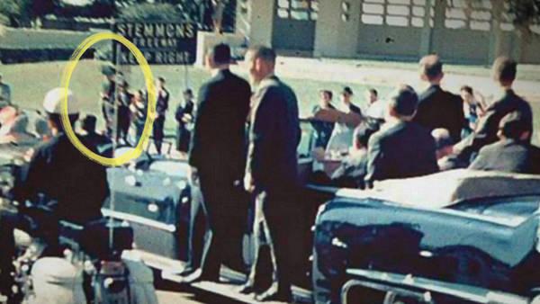 Asesinato de JFK: el siniestro complot del «hombre del paraguas» - 3