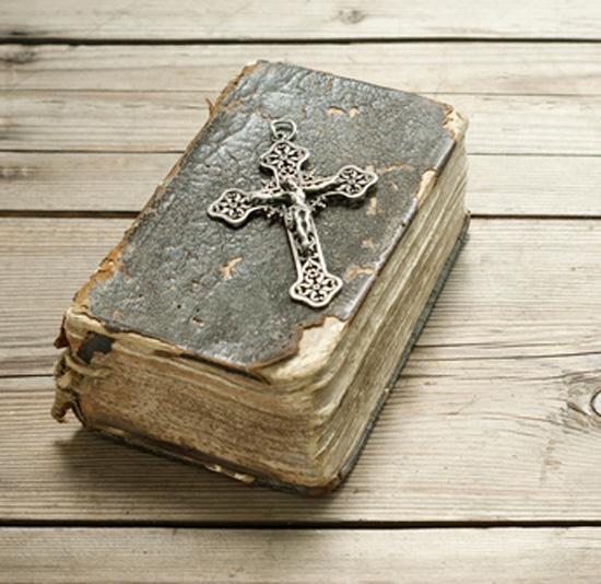 Antiguo ejemplar de una biblia.