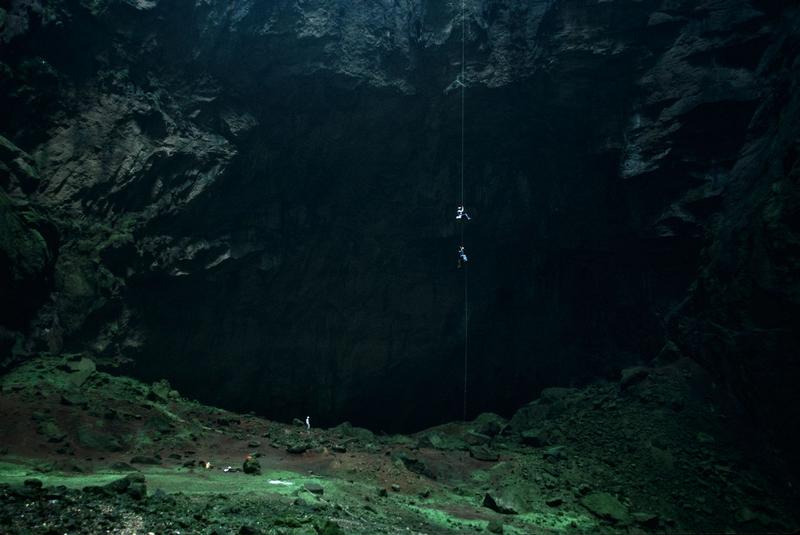 [Imagen: cueva.subte.jpg]