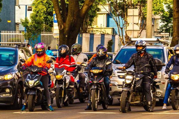 GRUPO DE MOTOCICLISTAS