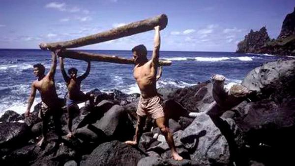 Niños de Tonga en la isla