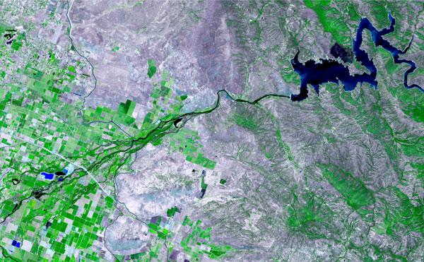 Imagen satelital del curso de un río