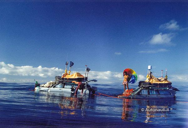 Automóviles modificados en el océano.