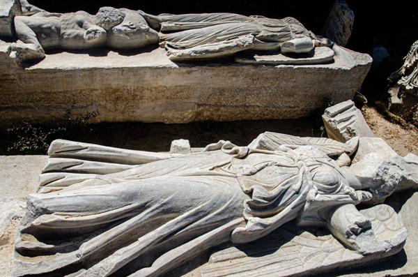 Figuras de mármol encontradas.