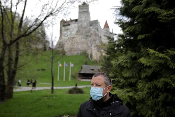 Covid-19: usan el castillo de Drácula como centro de vacunación - 1