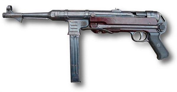 Imagen de un subfusil MP 40 (Maschinenpistole 40).