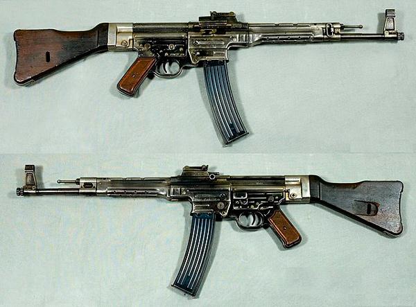 Imagen de un fusil 4-STG 44 (Maschinenpistole 44).