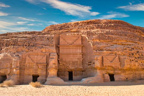 Hegra: la descomunal ciudad tallada en piedra que abre sus puertas después de 2 mil años - 1