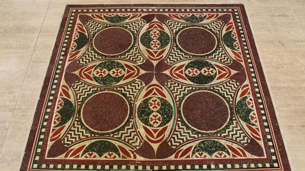 El mosaico de Calígula recuperado que se exhibe en el Museo de Nemi
