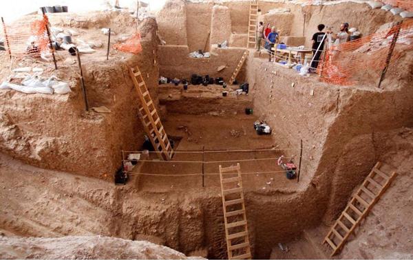 La excavación en el sitio arqueológico de Nesher Ramla, Israel. Yossi Zaidner, del Instituto de Arqueología de la Universidad Hebrea de Jerusalén.