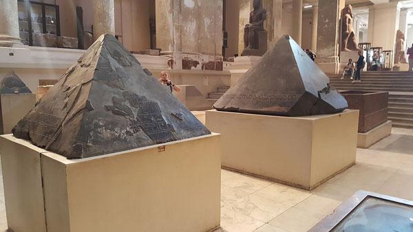 Piramidiones en el Museo Egipcio de El Cairo