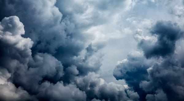 Nubes frías desde el cielo.