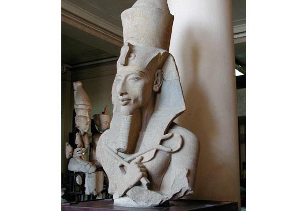 Estatua de Akenatón.