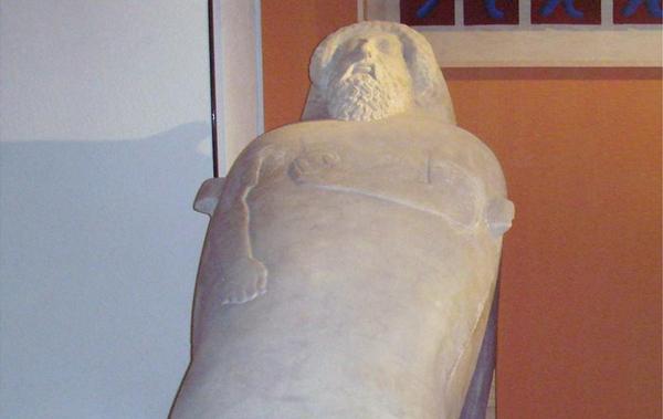 Los sarcofagos.