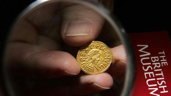 Una moneda perteneciente a un rey de Mercia hallada tres años antes del descubrimiento del tesoro de Staffordshire.