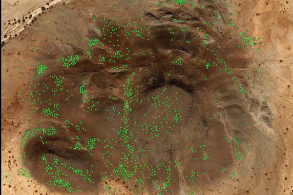 Descubren miles de tumbas antiguas agrupadas como galaxias - 2