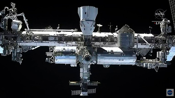 La Estación Espacial Internacional vista desde la nava Dragon de SpaceX.